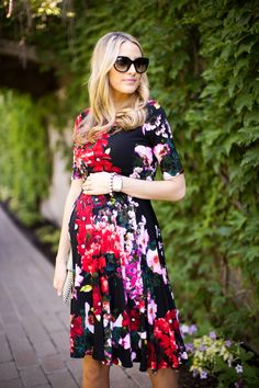 Romantic florals. Beautiful dress that is giving so can wear during pregnancy or not.