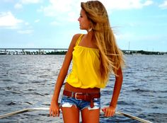 wasn't really sure what board to put this on. i love her hair and her outfit. but uh....helloooo....THINSPIRATION