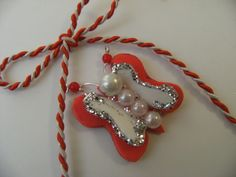 Martisor de ancybijoux Breslo Crafts To Make, Fun Crafts, Christmas Ornaments, Holiday Decor, How To Make, Gold, Handmade, Gifts, Home Decor