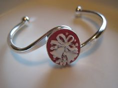 Hey, I found this really awesome Etsy listing at https://www.etsy.com/listing/112577649/christmas-bracelet-cameo-silver-bracelet