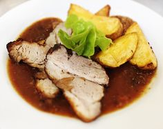 Denné menu Vranov | Dusené bravčové stehno so slivkovou omáčkou a pečeným zemiakom - reštaurácia Hotel Patriot*** #hotel #restauracia #dennemenu