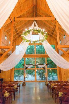 Dallas barn wedding venue (photo by Michele Shore Photography)