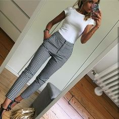 White fitted top Black and white slacks - Mode - Outfit Casual Work Outfits, Mode Outfits, Work Casual, Casual Work Clothes, Casual Work Outfit Winter, Fashionable Outfits, Casual Fall, Simple Outfits, Women's Casual
