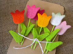 Felt Tulip Embellishments – The best ideas Felt Diy, Felt Crafts, Fabric Crafts, Diy And Crafts, Felt Flowers, Fabric Flowers, Paper Flowers, Diy Ostern, Felt Brooch