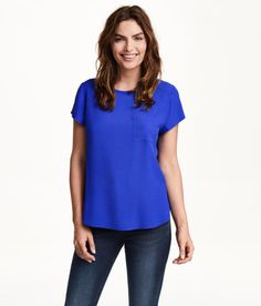 Also a top from H&M - I love the cobolt blue! It's so energetic, but at the same time tasteful