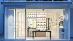 Beauty Library de Nendo. Bienvenidos a la primera 'biblioteca de belleza'. Tienda de cosméticos orgánicos de Tokyo.