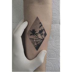 #Tattoo by @fillipepachecoart #⃣#Equilattera #tattoos #tat #tatuaje #sun…