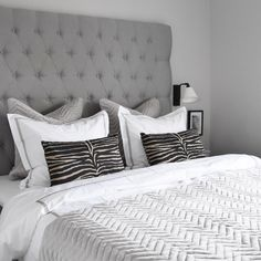 Godmorgon denna krispiga söndag ✨ [Samarbete] Åh, jag är nykär i vårt sovrum tack vare vårt nya överkast, kuddar från Broste Copenhagen &… Chevron, Bedroom, Tack, Furniture, Home Decor, Decoration Home, Room Decor, Bed Room, Bedrooms