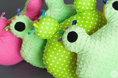 podycha Żabucha - zielone grochy - Leotti - Poduszki dla dzieci
