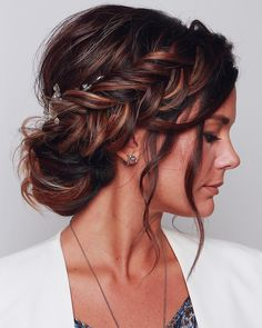 wedding hairstyles 2019 elegant royal bun with side braid and loose curls blushandmane We have collected wedding ideas based on the wedding fashion week. Look through our gallery of wedding hairstyles 2019 to be in trend! Wedding Hairstyles For Long Hair, Wedding Hair And Makeup, Hairstyle Wedding, Elegant Hairstyles, Wedding Nails, Bridesmaid Hair Updo Side, Loose Braid Hairstyles, Bridesmaid Makeup, Long Hair Styles