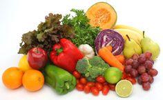 Muchas veces tiramos comida porque se nos pone mala, pero de una manera organizada y con unos cuantos trucos podemos lograr que nos dure más. Tu nevera Asegúrate de que tu nevera esté a la temperatura correcta. Normalmente se recomienda entre 3,5 y 5ºC, para que la comida esté fresca pero no congelada. Organiza las frutas y verduras No todas las frutas y verduras se pueden poner juntas. Las manzanas y otras frutas producen gas etileno que hace que las frutas y verduras maduren más ...