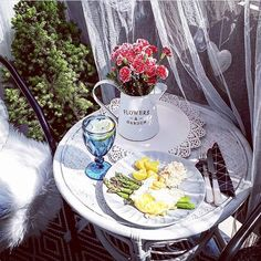 Užite si leto na terase! Table Decorations, Furniture, Home Decor, Decoration Home, Room Decor, Home Furnishings, Home Interior Design, Dinner Table Decorations, Home Decoration