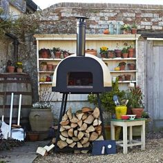 Outdoor Kitchen Ideas - Jamie Oliver wood fired pizza and outdoor ovens are the perfect match for families wanting to cook and eat outdoors. Heats up in minutes and cooks so much more than just pizzas. Available in two sizes, delivered within just days Wood Oven, Wood Fired Oven, Wood Fired Pizza, Jamie Oliver, Pain Pizza, Oliver Wood, Four A Pizza, Pizza Oven Outdoor, Kitchen On A Budget
