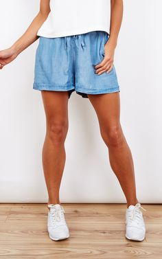 The light wash gym shorts are made with a soft touch tencel fabric. The style features an elasticated waist band with drawcords to ensure great fit and style.