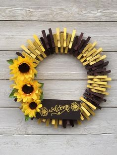 Sunflower Wreath/Sunflower Welcome clothespinwreath /front door wreath /summer wreath /fall wreath Summer Door Wreaths, Easter Wreaths, Holiday Wreaths, Wreaths For Front Door, Holiday Decor, Wreath Crafts, Diy Wreath, Wreath Fall, Wreath Ideas