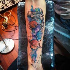 Space tattoo on forearm new school by Roman Tverskov Astronaut Tattoo, Alien Tattoo, Tigergesicht Tattoo, Hand Tattoos, Body Art Tattoos, Wolf Tattoos, Tatoos, Cool Tattoos For Guys, Pretty Tattoos