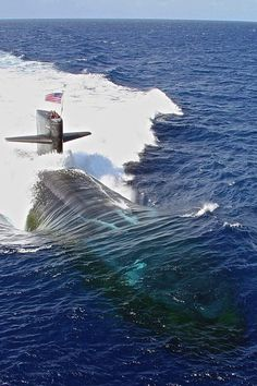 "wave-sails: ""lahoriblefollia: ""Los Angeles Class Attack Submarine USS Newport News "" classic modern submarine shot "" Us Navy Submarines, Utility Boat, Nuclear Submarine, Us Navy Ships, Cabin Cruiser, Navy Marine, Yellow Submarine, United States Navy, Military Weapons"