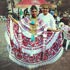 La Pollera de #Panama el traje típico nacional más bello del mundo