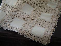 This Pin was discovered by Nei Crochet Bedspread Pattern, Crochet Fabric, Crochet Quilt, Crochet Blocks, Crochet Borders, Crochet Squares, Filet Crochet, Crochet Motif, Crochet Doilies
