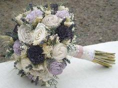 Adornos florales para boda: fotos ideas con lavanda - Ramo de novia con rosas y lavanda