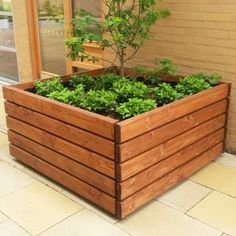 Springwell Timber Planter. Height:530mm. Length:1010mm. Weight:58kg.