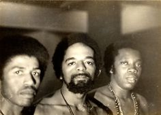 Robertinho Silva, Naná Vasconcelos e Milton Nascimento reunidos nos estúdios da Odeon. Rio de Janeiro, RJ – anos 70.