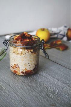 Overnight Oats with Dates, Apple & Cinnamon Overnight Oats, Oats Recipes, Raw Food Recipes, Freezer Recipes, Freezer Cooking, Drink Recipes, Cooking Tips, Sports Food, Good Food