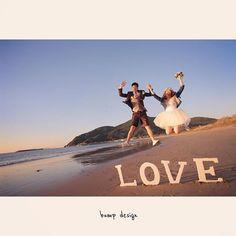 #福岡 そりゃビーチだもん。 ジャンプでしょ! すんごい飛んでる〜〜 一応 ミニドレスなので 新婦さん、 パンツ見えないように気をつけてくださいね。 って言ったのに なーーんにも気をつけてない! 笑 そんなピュアな新婦ちゃん、 最高です^ ^ 安心してください。 見えてません! 笑 #結婚写真 #花嫁 #プレ花嫁 #結婚 #結婚式 #結婚準備 #婚約 #カメラマン #プロポーズ #前撮り #エンゲージ #写真家 #ブライダル #ゼクシィ #ブーケ #和装 #ウェディングドレス #ウェディングフォト #七五三 #お宮参り #記念写真 #ウェディング #IGersJP #weddingphoto #bumpdesign #バンプデザイン