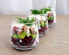 Cubos de salmão com molho de iogurte