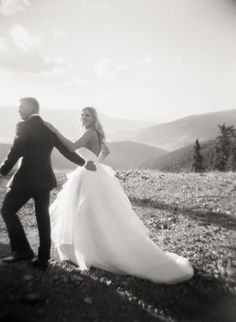 A Contemporary Mountain Wedding at Keystone Resort in Colorado – Style Me Pretty Wedding Photography Styles, Creative Wedding Photography, Wedding Photography Inspiration, Keystone Resort, Italian Wedding Venues, Modern Wedding Inspiration, Bride And Groom Pictures, Before Wedding, Italy Wedding