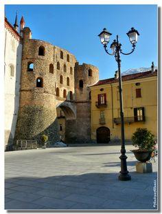 Piedmont, Susa - Piemonte, Susa: Porta Savoia e mura romane.  (Foto di Andrea Allasio)