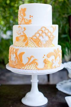 I like the three tier and then appliqué White and orange wedding cake. Photography By / Caroline Tran / Floral Design By / Brown Paper Design Pretty Cakes, Cute Cakes, Beautiful Cakes, Amazing Cakes, Fondant Cakes, Cupcake Cakes, Fondant Molds, Blog Renata, Wedding Cake Designs
