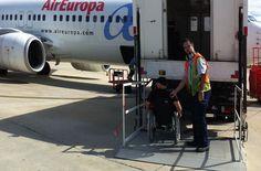Con la silla de ruedas en la mochila. travel tips for people with disabilities