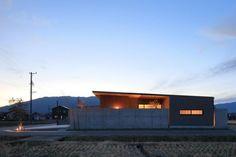 池田の家 | 株式会社SYNC Bungalow, Facade, Home Goods, Exterior, Cabin, Architecture, House Styles, Modern, Homes
