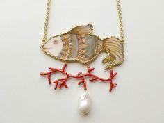 Collane medie - Pesce vestito - Ciondolo con illustrazione - un prodotto unico di Alchimiagioiellidinatura su DaWanda