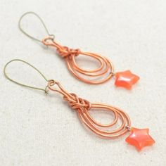 This tutorial is to show you how to make a lovely pair of wire wrapped Pipa knot earrings.