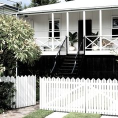 A monochromatic renovation of this former worker's cottage transformed it into the perfect holiday retreat in Brisbane's West End. White Exterior Houses, Exterior House Colors, Exterior Paint, Durham, Queenslander House, Weatherboard House, Australian Homes, Australian Architecture, Small House Design