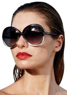 Tom Ford Sunglasses, Ray Ban Sunglasses, Cat Eye Sunglasses, Sunglasses Women, Look 80s, Shady Lady, Fashion Essentials, Retro, Fashion Accessories