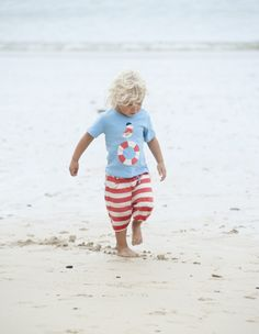 Frugi are renowned for their quality children's wear and their bold appliqués and this baby t-shirt shows just why! Featuring an beautiful appliqué seagull standing on a buoyancy ring, it the is a super fun summer top for boys or girls.