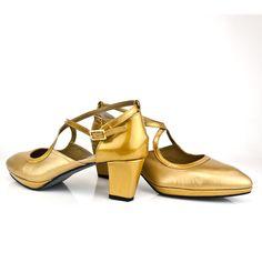 #zapatos en #oro en #pielmetalizada y #charol #GOLD #SHOES #LUXURY #FASHION #HANDMADE #SPAIN