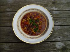 Earlier this summer, on a cool evening, my sister Ali treated our family to vegetarian black bean chili. She had previously taste-tested this recipe on her vegetarian roommate, who loved it. Black Bean Chili, No Bean Chili, Black Beans, Vegetarian Chili, Vegetarian Cooking, Vegetarian Recipes, Veg Recipes, Dinner Recipes, Cooking Recipes