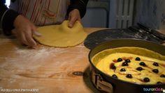 Quasi pronta per essere infornata! Torta pasticciotto con crema e amarena, volete assaggiare? #livelikealocal www.tourango.it