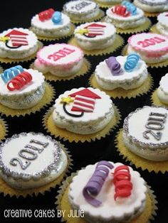New Year cupcakes - We Love these and had to share! Complete with #FireworksToppers Super!