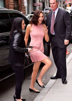 Gal Gadot Wore Flats to the Premiere of 'Wonder Woman'  - ELLE.com