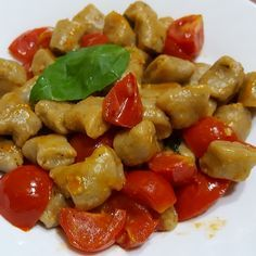 Recipe Eggplant gnocchi with tomatoes and basil - The Recipe by GialloZaf . Pasta Recipes, Cooking Recipes, Vegetarian Recipes, Healthy Recipes, Pasta Dinners, Tortellini, Healthy Cooking, Food Dishes, Italian Recipes