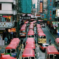 紅Van . . . #hongkong #mongkok #discoverhongkong #utravelhk #utravelblogger #allabouthongkong #minibus  #VSCOcam