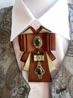 Купить или заказать Брошь-галстук 2 вида в интернет-магазине на Ярмарке Мастеров. Великолепная брошь-галстук,выполнена из репсовых лент,шоколадного и нежно-зеленого цвета.В центре коннектор и подвеска, кристаллы в серебре.Может стать украшением Вашего гардероба или приятным подарком. В продаже имеется еще похожий галстук,в другом исполнение(смотрите фото)Цена 1100 руб. При заказе указывайте в комментариях,какая модель галстука Вас интересует.