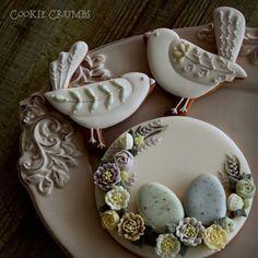 Easter cookie set I made last year. 昨年作ったイースターのクッキー。 今日はもうホットクロスバン作る気力もないので、普通にホームベーカリーセットして寝ます…。 #cookiecrumbs #mintlemonade #mintlemonadescookies #icingcookies #icedcookies #icedbiscuits #decoratedcookies #decoratedbiscuits #cookies #biscuits #クッキークラムズ #アイシングクッキー #easter #easteregg #bird