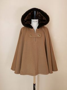 Winter Outfits, Casual Outfits, Capes & Ponchos, Hijab Style, Modelos Plus Size, Capes For Women, Mode Hijab, Put On, Hijab Fashion