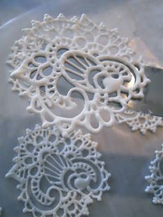 Royal Icing Transfers..Beautiful! - could put a sketch under wax paper, pipe, harden and have similar intricate designs
